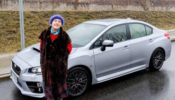 Kopumā Mihalina ir ļoti... Autors: WinstonXS Polijā 81 gadus vecā sieviete iegādājas jaunu Subaru ar 300 ZS!
