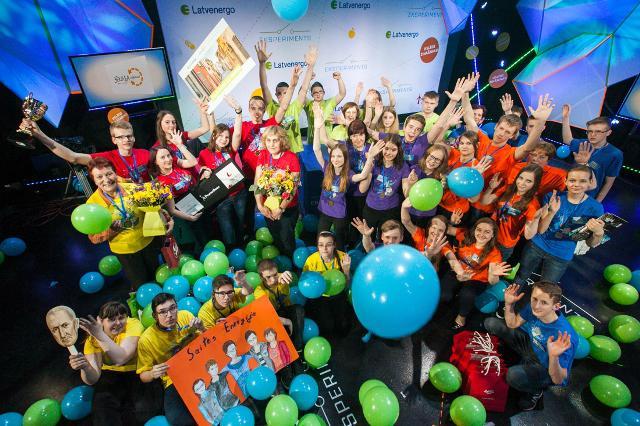 """Nākamajos uzdevumos... Autors: Spoki Konkursā """"Eksperiments"""" noskaidroti fizikā gudrākie jaunieši Latvijā"""