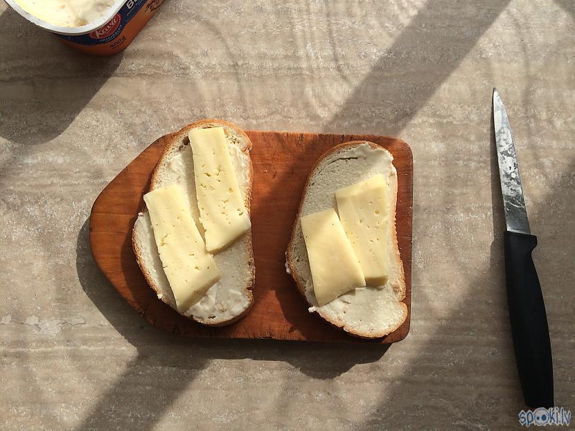 Tad griežam virsū sieru... Autors: Fosilija Brokastu maizes bekonā