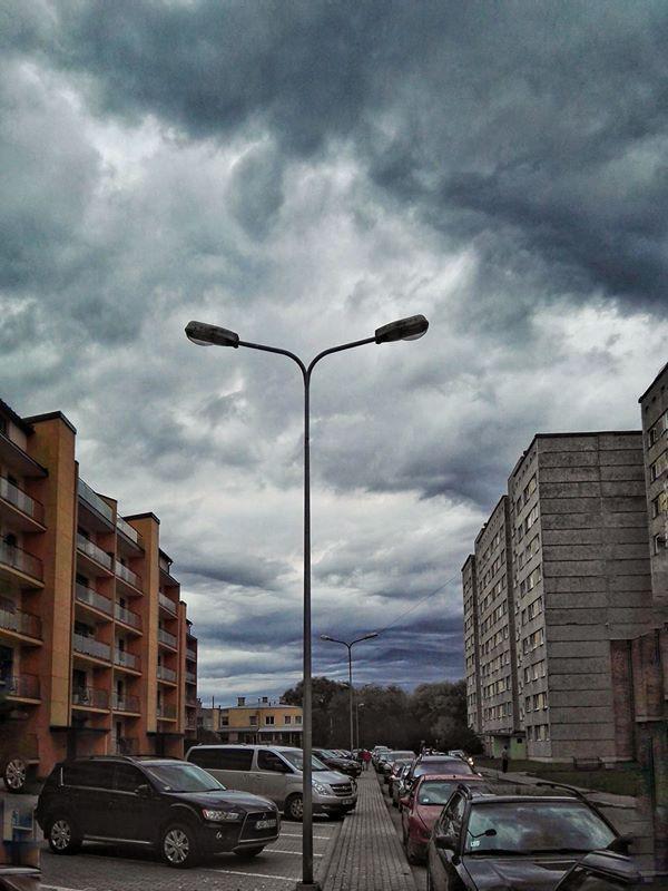 Autors: zeminem Svētdienas pēcpusdienā Latvijā novērotas ļoti krāšņas debesis.