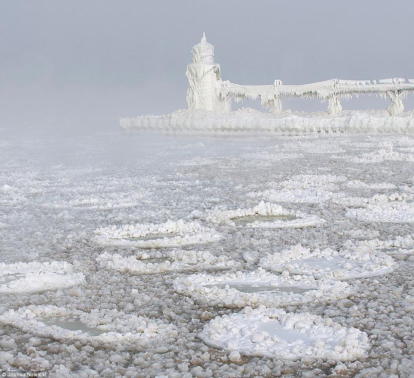 Tālākajā sasalscaronanas... Autors: Raziels Mīklaina dabas parādība - kā veidojas ledus bumbas