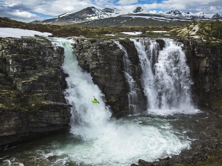 Ulas upesnbspūdenskritums... Autors: 100 A 25 pārsteidzoši foto, kas uzņemti ekstrēmos apstākļos!