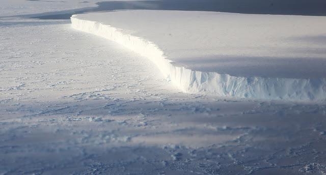 Ledus forma gadu gadiem mainās... Autors: 100 A Lidojums virs Antarktikas, NASA operācija «Ledus Tilts»!