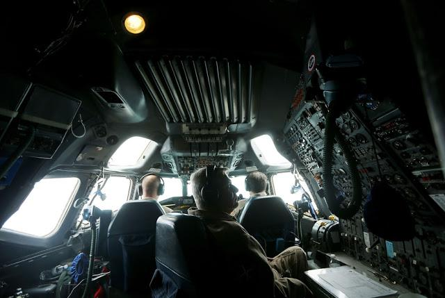Pilotu kabīne Scaroneit tiek... Autors: 100 A Lidojums virs Antarktikas, NASA operācija «Ledus Tilts»!
