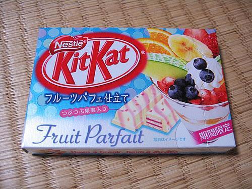 Augļu KitKat Autors: interesantilv Saldumi, kurus nav iespējams iegādāties Latvijas veikalos 2.