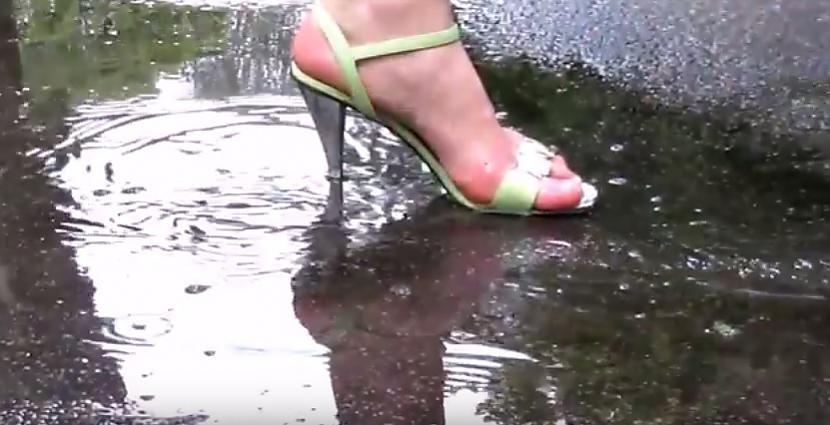 """Autors: Fosilija Blue Sea Ribbon caur """"lietus sandalēm"""" - sveicina """"Spokus"""""""