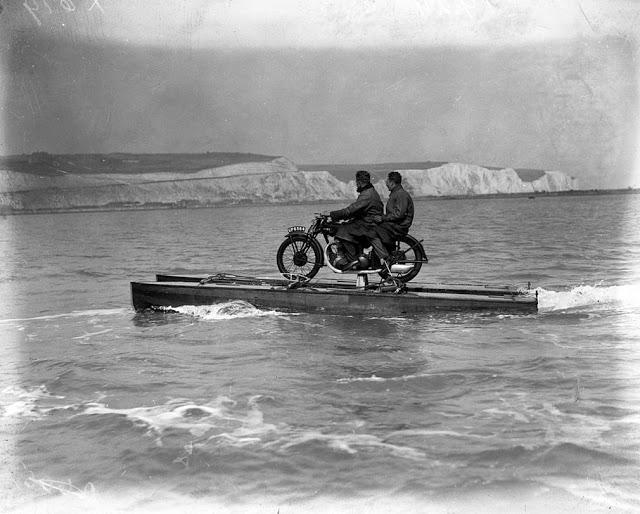 Vēl viens transportlīdzeklis... Autors: Lestets Dīvainākie britu izgudrojumi