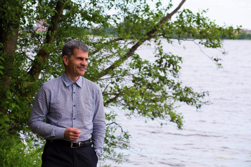 Autors: KasparsPudniks Alkohola vietā jādzer tīrs vai caur kokiem izfiltrēts ūdens - dziednieks M.Ābele