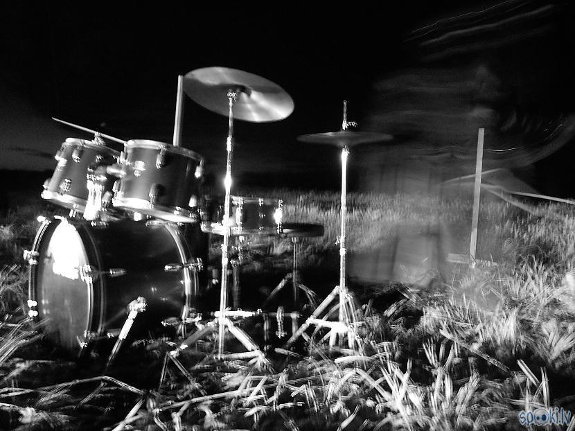 Pirms videoklipa... Autors: 4agons Uzcepu jaunu videoklipu priekš Solus Nihil un koncerts Dārbijā