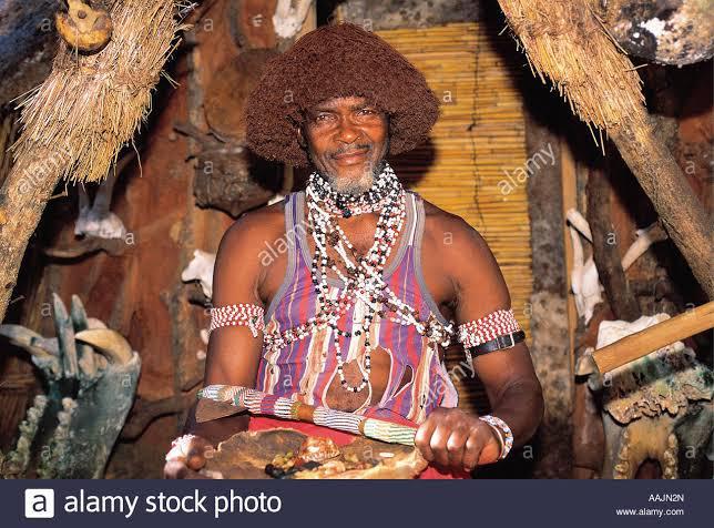 Āfrikāņu šamanis sangoma kurš... Autors: Zigzig Tokološe