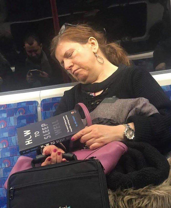 Autors: Fosilija Lielais snaudiens: 35 cilvēki aizmieg visdīvainākajās vietās un pozās