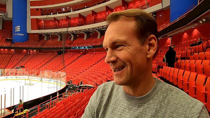 """Scaronobrīd skatāmies Tampas... Autors: Hokeja Blogs """"The Perfect Human"""" Lidstrēms bauda hokeju arī no tribīnēm"""