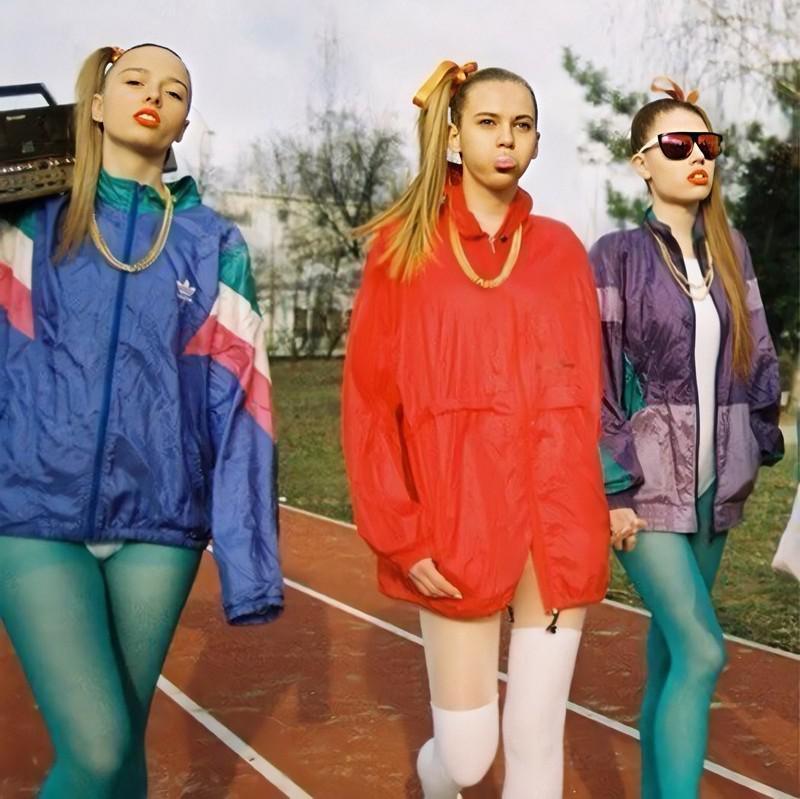 Pirka drēbes ar rezervi Pirka... Autors: Fosilija Jautri fakti par 90. gadu modi, kas izraisa nostalģiju (9 fotoattēli)