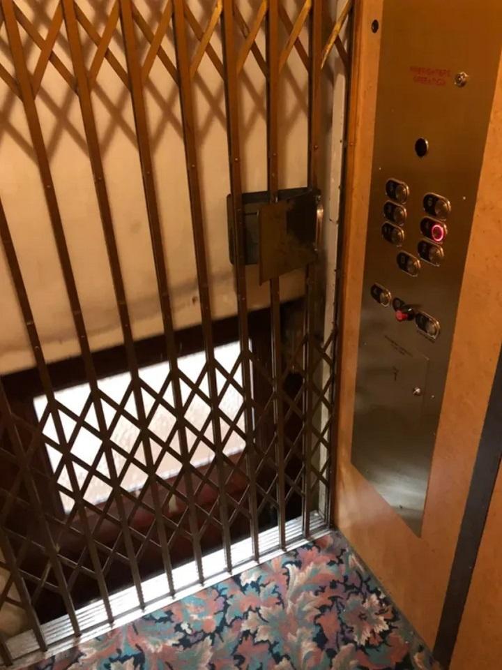Kādreiz lifti ar aizbīdāmām... Autors: Lestets 20 neparastas lietas, ko mēs parasti neieraudzīsim