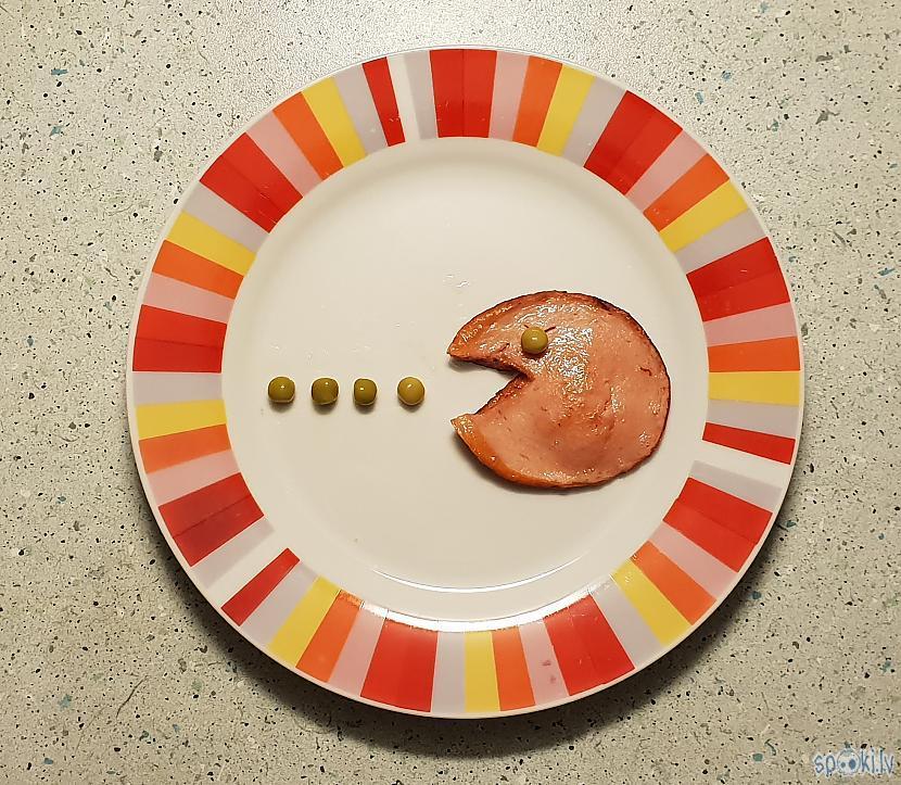 Izvietojam desu un... Autors: pyrathe Kompliments no šefpavāra: viegla uzkoda Pac-man