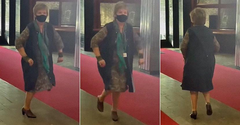 Video tika ievietots dažādās... Autors: matilde Sociālajos tīklos ar savu deju lielu uzmanību izpelnījusies LTV ēkas dežurante