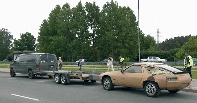 Vēsturiskais spēkrats ndash... Autors: matilde Brauciena laikā no piekabes noripojis un avārijā iekļuvis retro «Porsche»