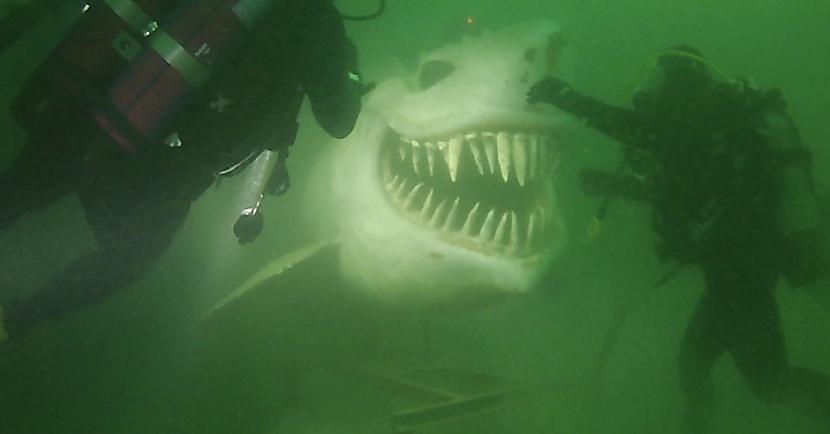 Zemūdens haizivs... Autors: Lestets Cilvēka veidoti zemūdens objekti, kas liks bailēs peldēt prom