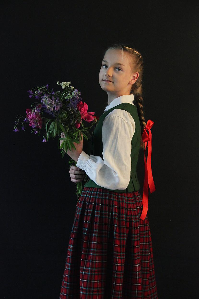 """Autors: EV1TA Skolēni izveido videoklipu Tautumeitu dziesmai """"Raganu nakts"""""""